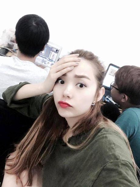 Minh Hang 'dong do' o phong dung MV – 'Giat minh' khi nhin hinh anh thoi tre cua Toc Tien - Anh 1