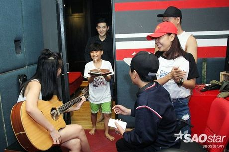 Nhat Minh, Gia Quy The Voice Kids bi mat mung sinh nhat bat ngo cho Dong Nhi - Anh 1
