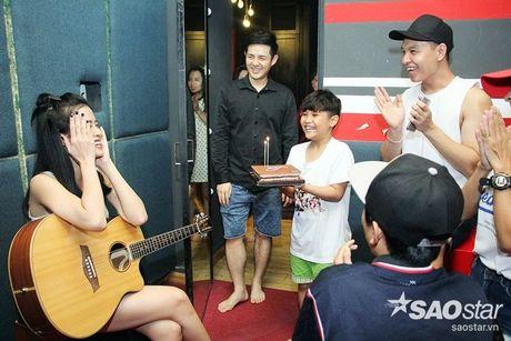Nhat Minh, Gia Quy The Voice Kids bi mat mung sinh nhat bat ngo cho Dong Nhi - Anh 3