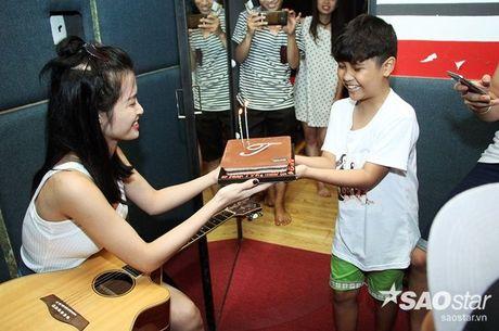 Nhat Minh, Gia Quy The Voice Kids bi mat mung sinh nhat bat ngo cho Dong Nhi - Anh 4