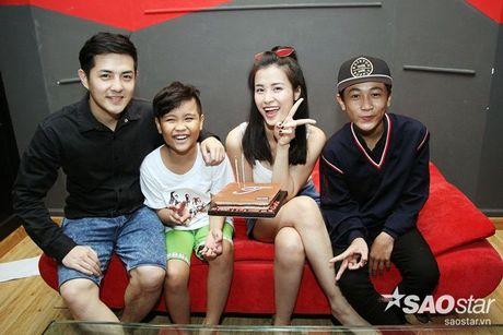 Nhat Minh, Gia Quy The Voice Kids bi mat mung sinh nhat bat ngo cho Dong Nhi - Anh 5