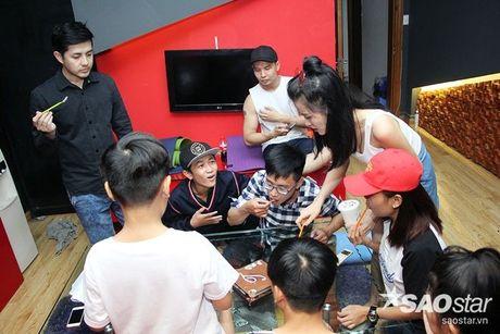 Nhat Minh, Gia Quy The Voice Kids bi mat mung sinh nhat bat ngo cho Dong Nhi - Anh 8