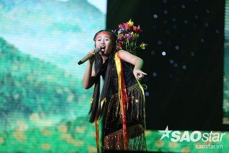 Trang phuc dien nhin la yeu cua 'chich choe' Khanh Ngoc tai Giong hat Viet nhi - Anh 6