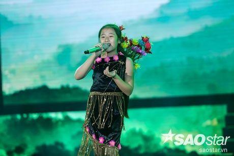 Trang phuc dien nhin la yeu cua 'chich choe' Khanh Ngoc tai Giong hat Viet nhi - Anh 7