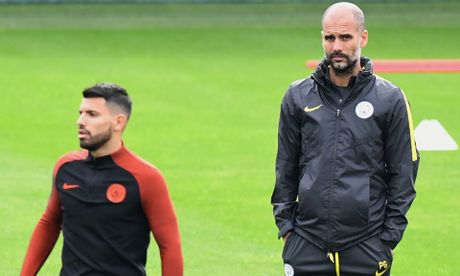 Aguero tiet lo li do HLV Pep Guardiola cam wi-fi o Man City - Anh 1