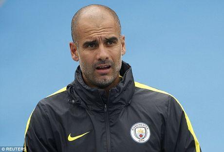 Aguero tiet lo li do HLV Pep Guardiola cam wi-fi o Man City - Anh 2