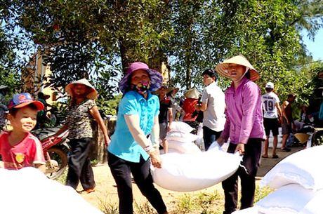 Ho tro, boi thuong thiet hai cho ngu dan tai Quang Binh: Tat ca vi quyen loi ngu dan - Anh 1
