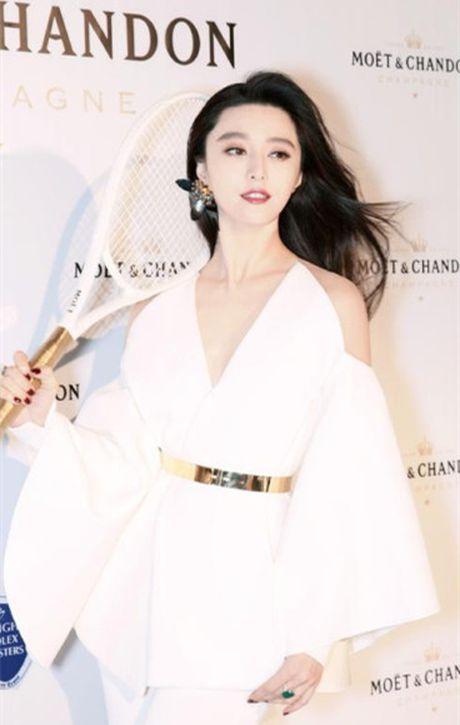 Khi khong can thiep photoshop, lan da cua Pham Bang Bang cung chang trang sang - Anh 2