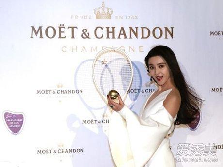 Khi khong can thiep photoshop, lan da cua Pham Bang Bang cung chang trang sang - Anh 4