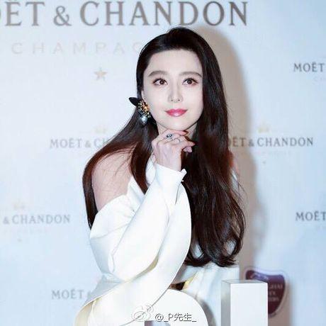 Khi khong can thiep photoshop, lan da cua Pham Bang Bang cung chang trang sang - Anh 6