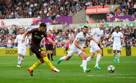 Tim ra doi giay 'man' ban thang nhat Premier League - Anh 4
