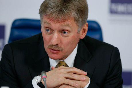 Kremlin phu nhan quan chuc Nga dua nguoi than ve nuoc - Anh 2