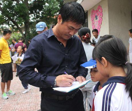 Thay tro HLV Huu Thang chia se cung tre em lang SOS - Anh 5