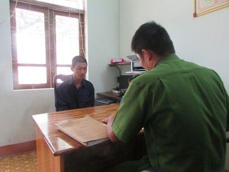 Khoi to doi tuong dung gach nem CSGT vo banh che - Anh 1