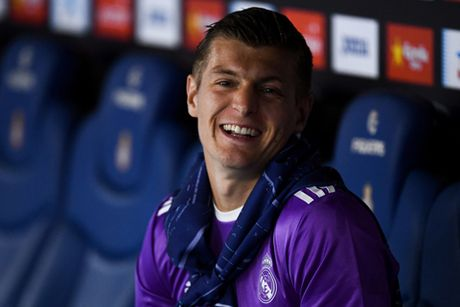 CAP NHAT tin sang 13/10: Man United sap ban Rooney. Kroos gia han hop dong voi Real - Anh 1