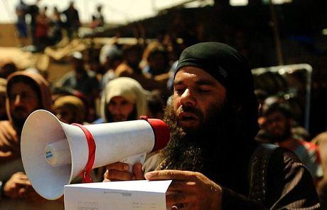 Kinh hai canh IS nem da toi chet 'toi nhan' o Syria - Anh 3