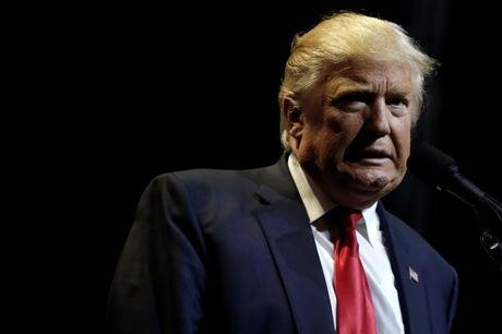 Ba Obama choang vang viec ong Trump khoe 'thoai mai sam so phu nu' - Anh 2