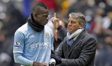Mancini tiet lo ly do Balotelli roi Man City - Anh 2