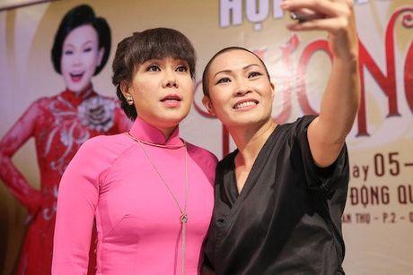 Vbiz 14/10: Linh Miu bi xu phat vi 'lo nguc', thuc hu Long Nhat ly hon vo Hoa khoi - Anh 2