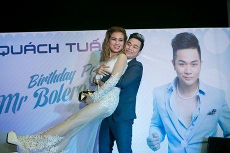 Vo chong Thanh Ngoc, Ung Hoang Phuc rang ro di mung sinh nhat Quach Tuan Du - Anh 20