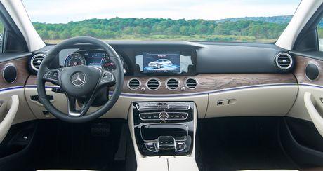 "Mercedes E-Class the he moi ""chao"" thi truong Viet, gia tu 2,099 ty dong - Anh 2"
