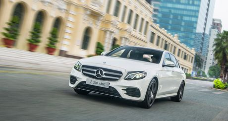 "Mercedes E-Class the he moi ""chao"" thi truong Viet, gia tu 2,099 ty dong - Anh 4"