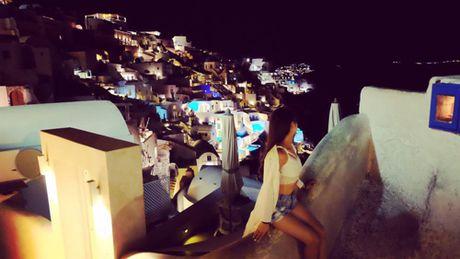 Chu du Hi Lap va kham pha nhung ngoi nha nam o Santorini - Anh 10