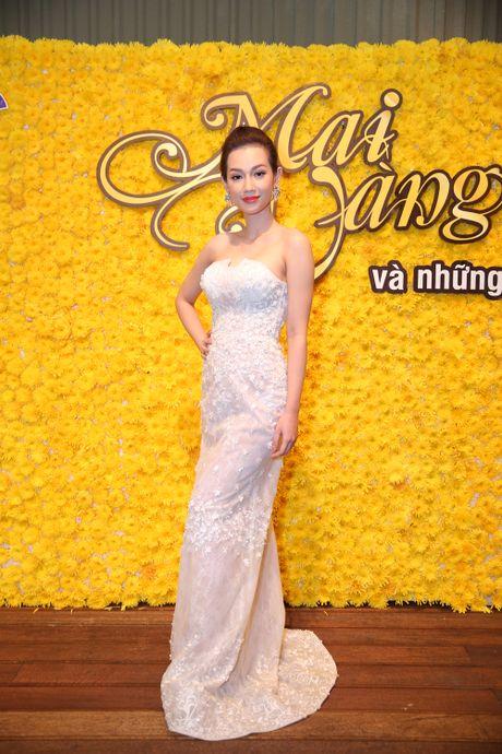 MC Quynh Chi khoe vai tran nong bong - Anh 3