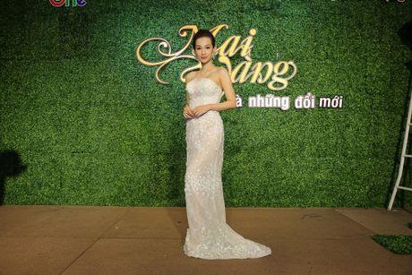 MC Quynh Chi khoe vai tran nong bong - Anh 4