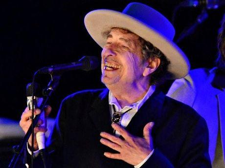 Bob Dylan nhan Nobel van hoc 2016, fan Murakami buon xo - Anh 1