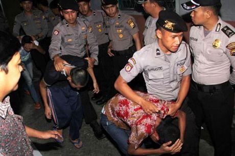 Indonesia cho phep 'thien hoa hoc' nhung ke au dam - Anh 1