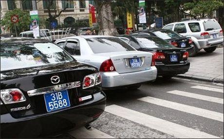 Thua 57 xe cong, Bo Cong Thuong muon mua them 19 xe - Anh 1