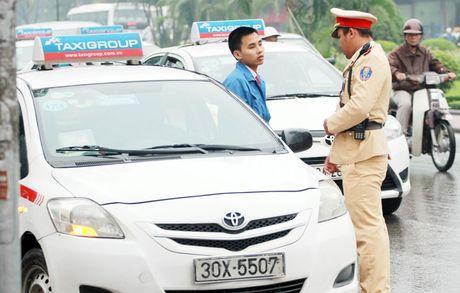 Cam lai xe qua 4 gio lien tuc: Khong phu hop voi loai hinh taxi? - Anh 1