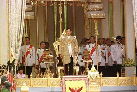 Hoang gia, nguyen thu the gioi tiec thuong Nha vua Thai Lan - Anh 1