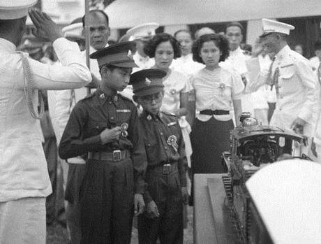 Cuoc doi nha vua Thai Lan Bhumibol Adulyadej qua anh - Anh 2