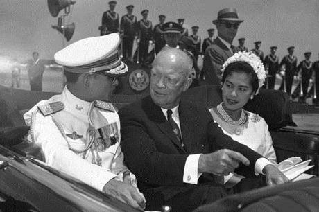 Cuoc doi nha vua Thai Lan Bhumibol Adulyadej qua anh - Anh 4