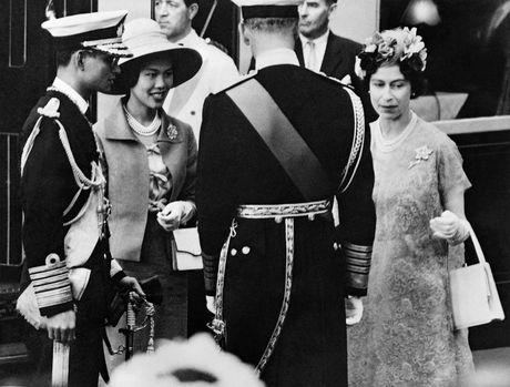 Cuoc doi nha vua Thai Lan Bhumibol Adulyadej qua anh - Anh 6