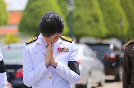 Nguoi dan Thai Lan do ra duong don linh cuu Vua Bhumibol duoc dua ve Hoang cung - Anh 5