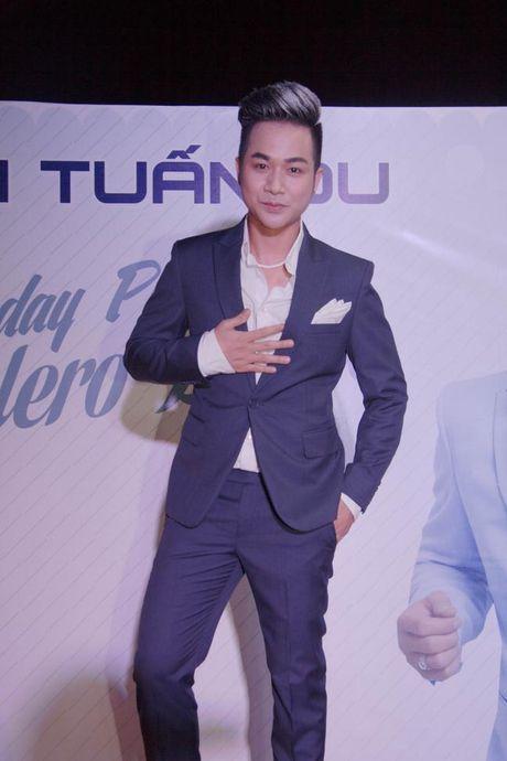 Lam Khanh Chi xinh dep, Ngoc Son 'nhay sung' mung sinh nhat Quach Tuan Du - Anh 1