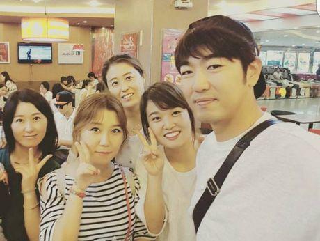 Ba bo con Jonghyuk - Junsu -Taksu cua 'Dad, where are you going' bat ngo co mat tai Da Nang - Anh 4
