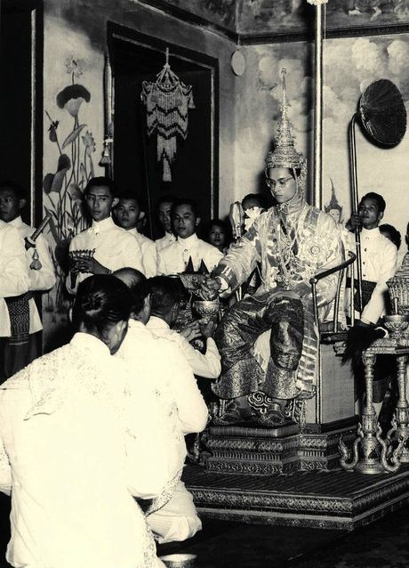 Tong thong Obama ca ngoi Quoc vuong Thai Lan la 'nha vo dich khong met moi' - Anh 1