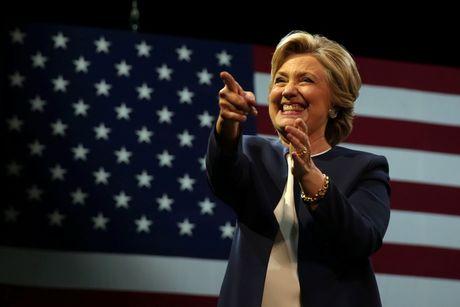 Hillary Clinton: Donald Trump khien toi chi muon xem meo lam tro - Anh 2
