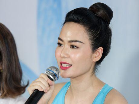 Hoa hau Viet Nam 1994 Nguyen Thu Thuy bat ngo tai xuat - Anh 1
