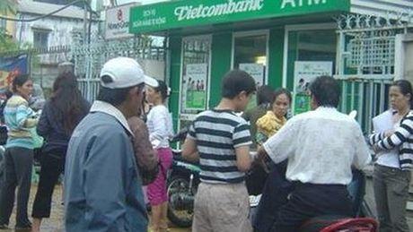 Vietcombank khoa the ATM de bao ve chu the - Anh 1