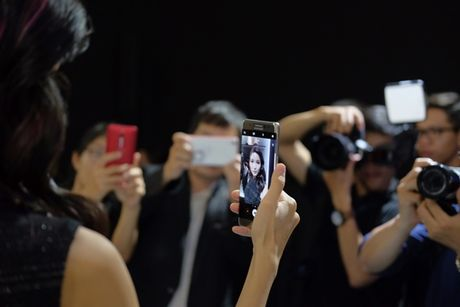Samsung Viet Nam khong cat giam lao dong sau su co Note 7 - Anh 1