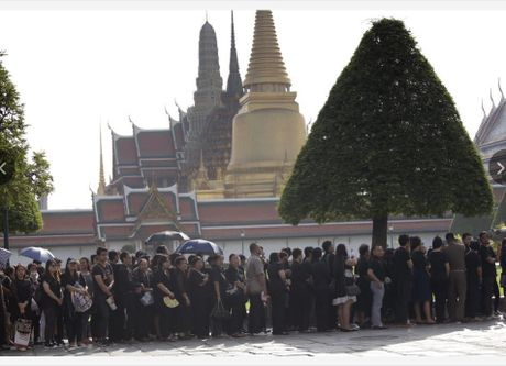 Quoc vuong qua doi, kinh te-chinh tri Thai Lan the nao? - Anh 2