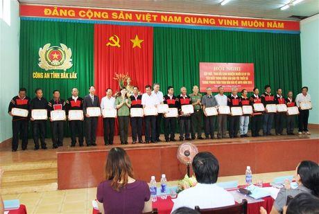 Bieu duong nguoi co uy tin trong phong trao toan dan bao ve ANTQ - Anh 2