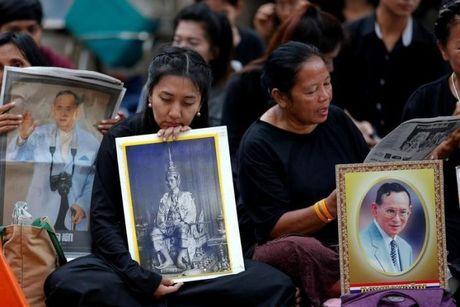 Du khach nen lam gi khi den Thai Lan dung dip quoc tang - Anh 3