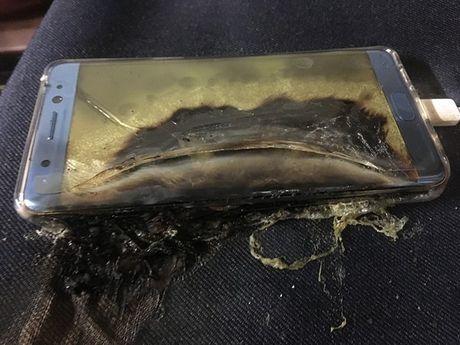 Fan cuong Galaxy Note 7 quyet 'om bom' khong tra may - Anh 2