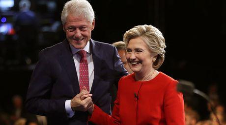 Trang tin Hillary bi tan cong, ngap anh khieu dam - Anh 2